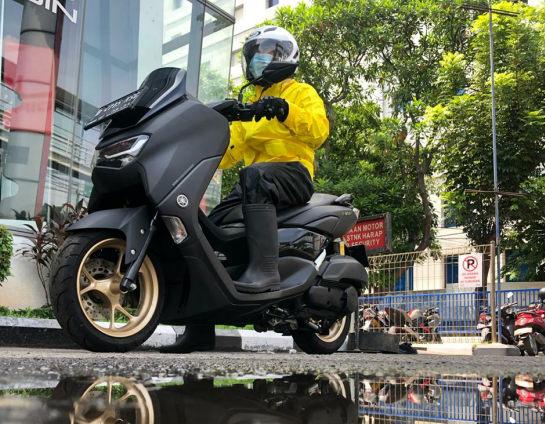 Tips Aman Mengendarai Sepeda Motor SaatHujan