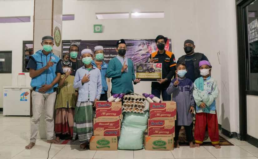 Komunitas Honda Vario Berikan Donasi Ke Panti Asuhan DiSurabaya