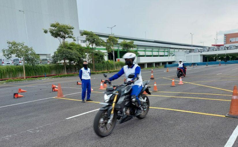 MPM Honda Jatim Berikan Training Safety Riding Komunitas HondaCB150R