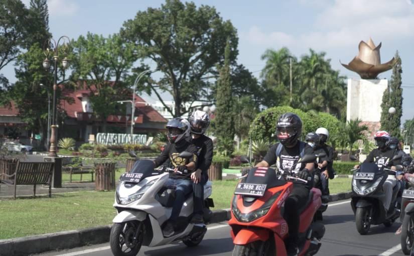 MPM Honda Jatim Ajak Konsumen PCX Riding Bareng Ke Pantai TelukAsmara